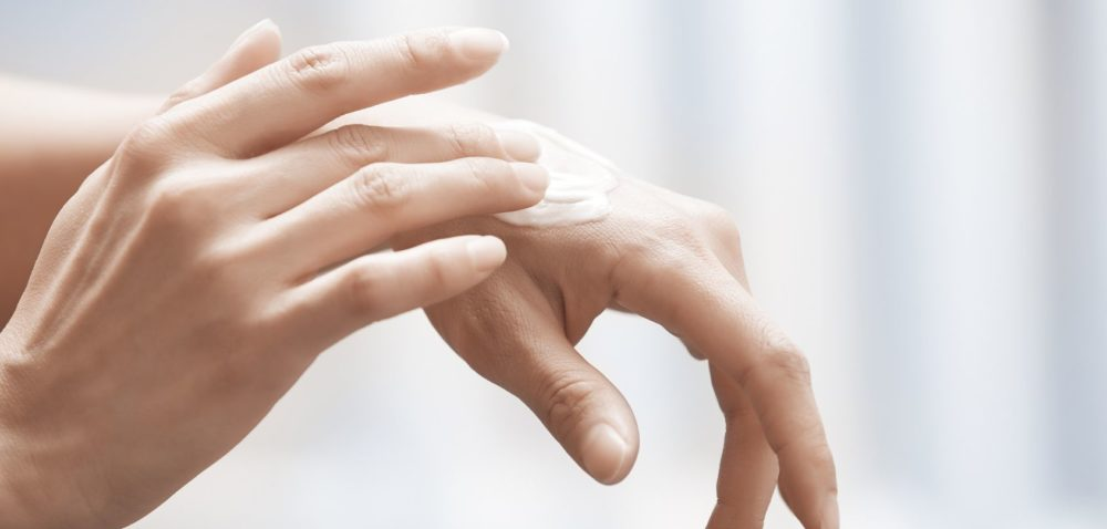Dłonie: domowe, naturalne sposoby na relaks