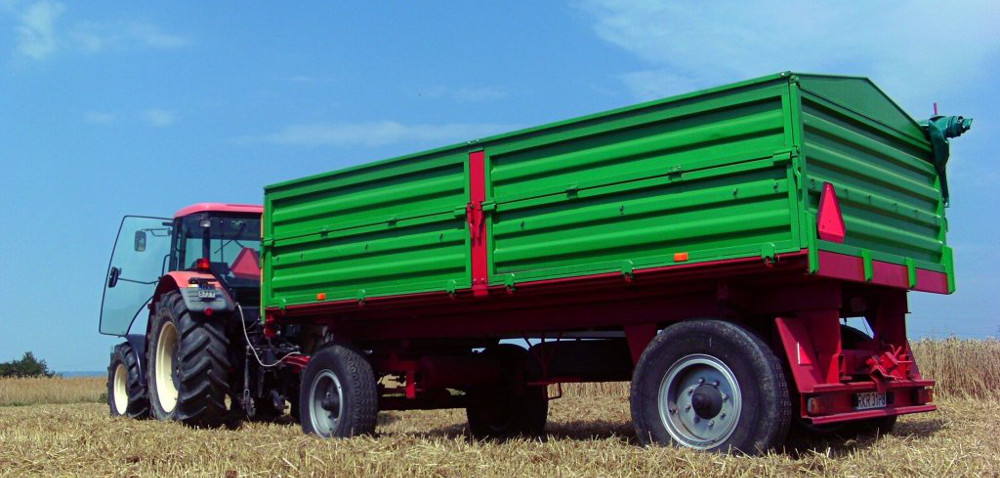 Niska sprzedaż przyczep rolniczych wpaździerniku 2015 r.