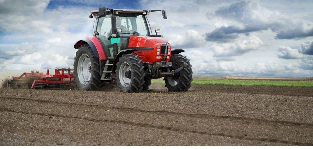 Sprzedaż nowych ciągników rolniczych wciąż spada