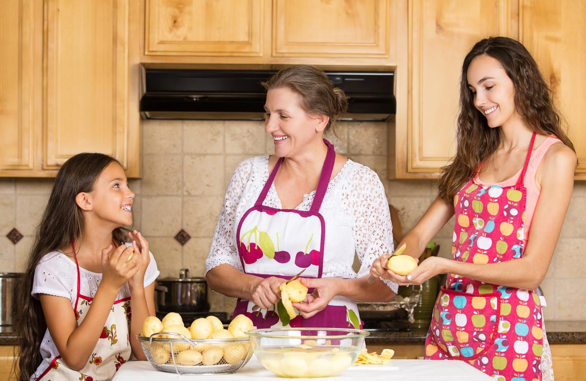 С мамкой на кухне, Мама и сын на кухне - смотреть порно онлайн или скачать 28 фотография