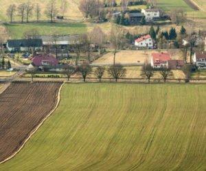 Ziemia nadal zbyt droga dla rolników