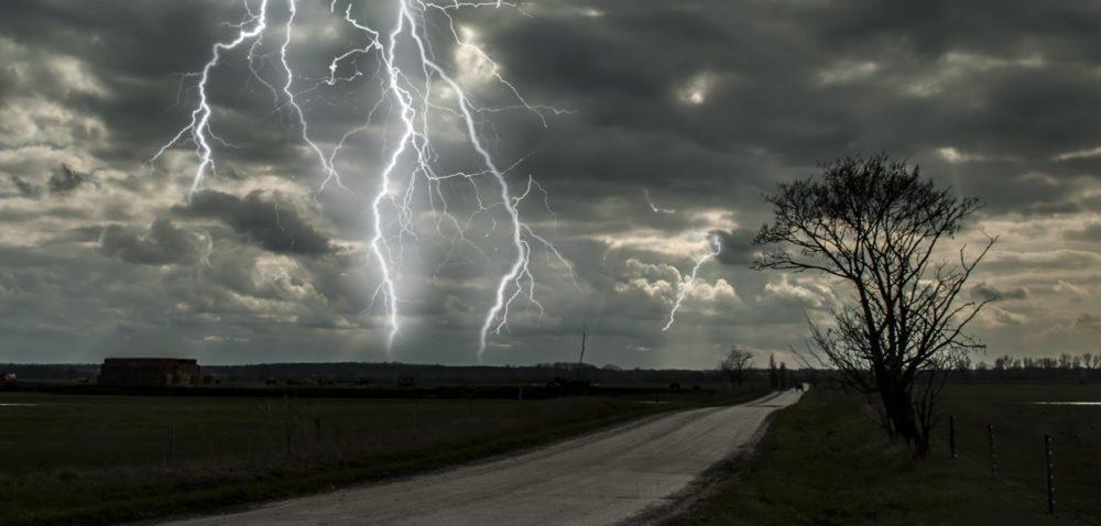 IMGW znów ostrzega przed burzami.