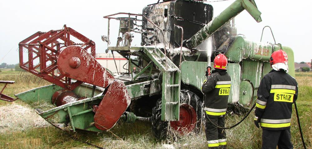 Płonie sprzęt rolniczy. Warto wozić dużą gaśnicę