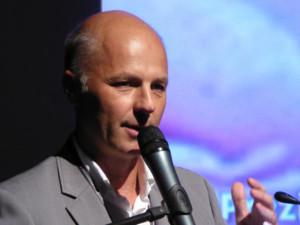 Andrzej Ćwik doradza, by dla róż ogrodowych wybrać stanowisko słoneczne ale przewiewne