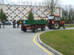 Szkoły rolnicze wwojewództwie zachodniopomorskim umożliwiają swoim uczniom zdobycie uprawnień np. na ciągnik (fot. ZSCKR Bonin)