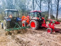 Zabiegi agrotechniczne na polu