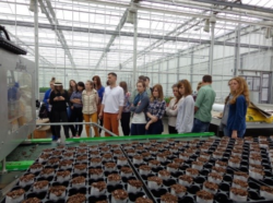 Młodzież zgłębiała tajniki rozmnażania roślin