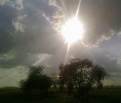 słońce zza chmur