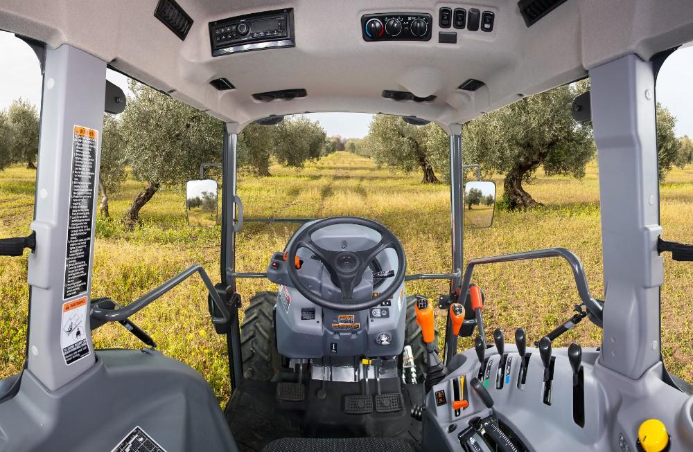 Widok zkabiny Kuboty M5N ciągniki sadownicze