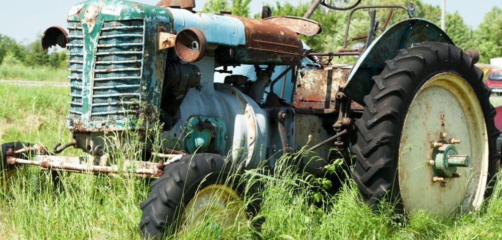 Zadbany ciągnik rolniczy