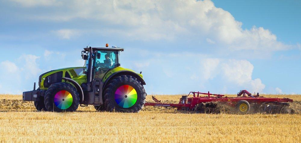 Kolory ciągników. Czy wZielonej pracują zielone traktory?