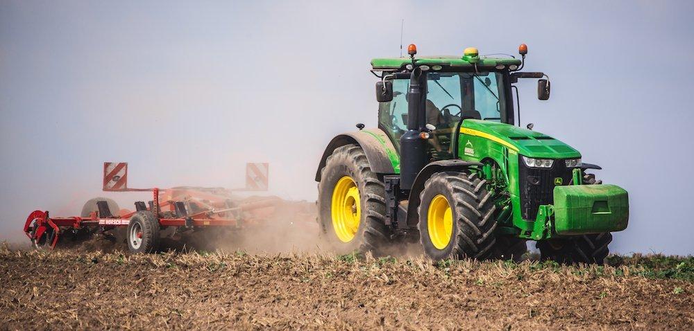 Rynek ciągników dołuje. Rolnicy kupują mniej