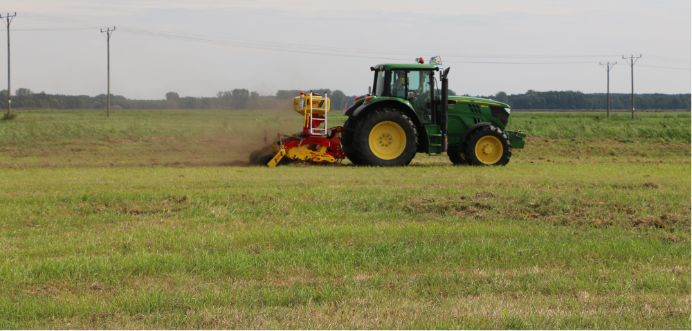 Podsiew łąk ipastwisk- sprawdź jak go przeprowadzić! [WIDEO]