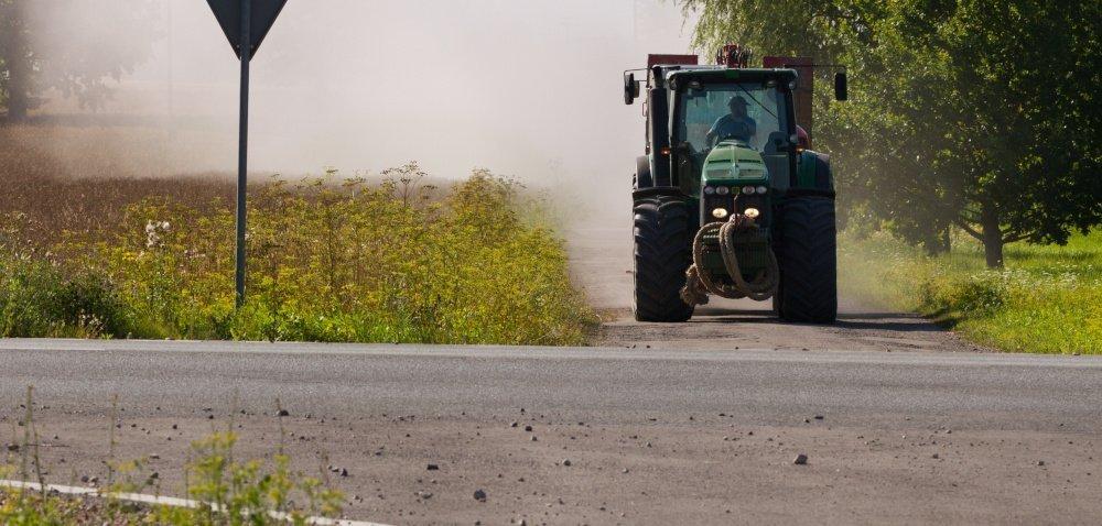 Drogowcy podpowiadają rolnikom: 6 wskazówek na drogę