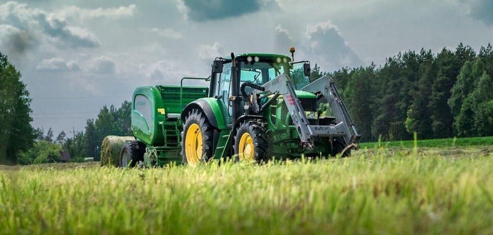Rynek ciągników rolniczych: starcie liderów wmaju