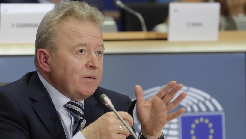 Zakaz hodowli klatkowej – co na to komisarz Wojciechowski?