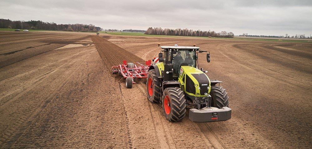 CLAAS Polska. Rolnicy podjęli próbę pokonania sztucznej inteligencji wCiągniku Roku 2021