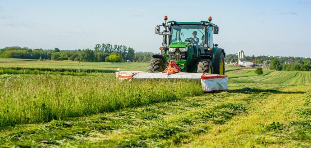 Koszenie łąki iinne usługi – jakie ceny w2021? Sprawdź!
