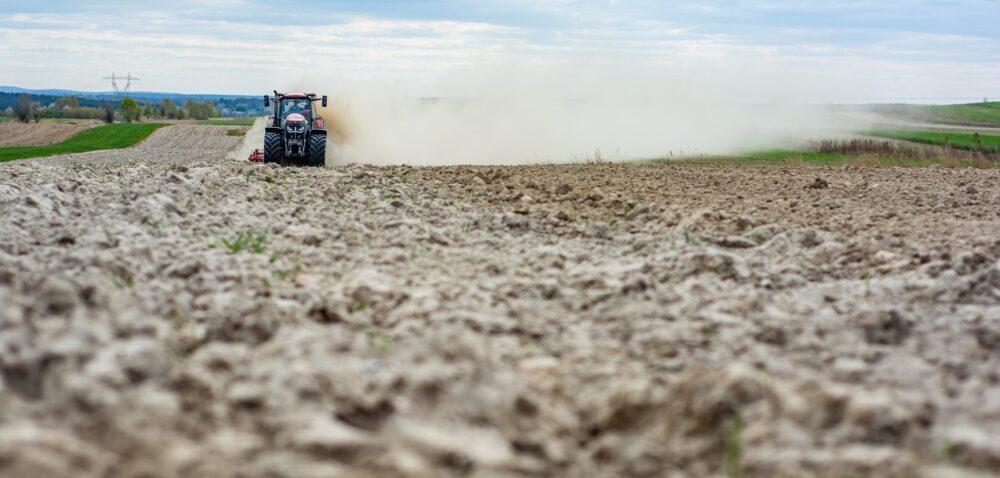 Pomoc dla rolników po klęskach żywiołowych – czy trafi do wszystkich?