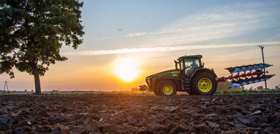 Usługi rolnicze 2021 – jaki jest cennik na jesień? Sprawdź!