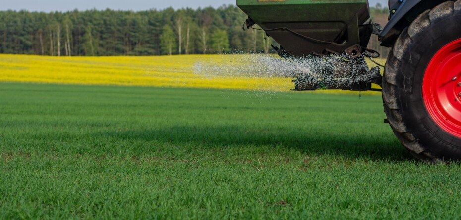 Podwyżki cen nawozów 2021. Izby apelują, rolnicy przedstawiają cenniki
